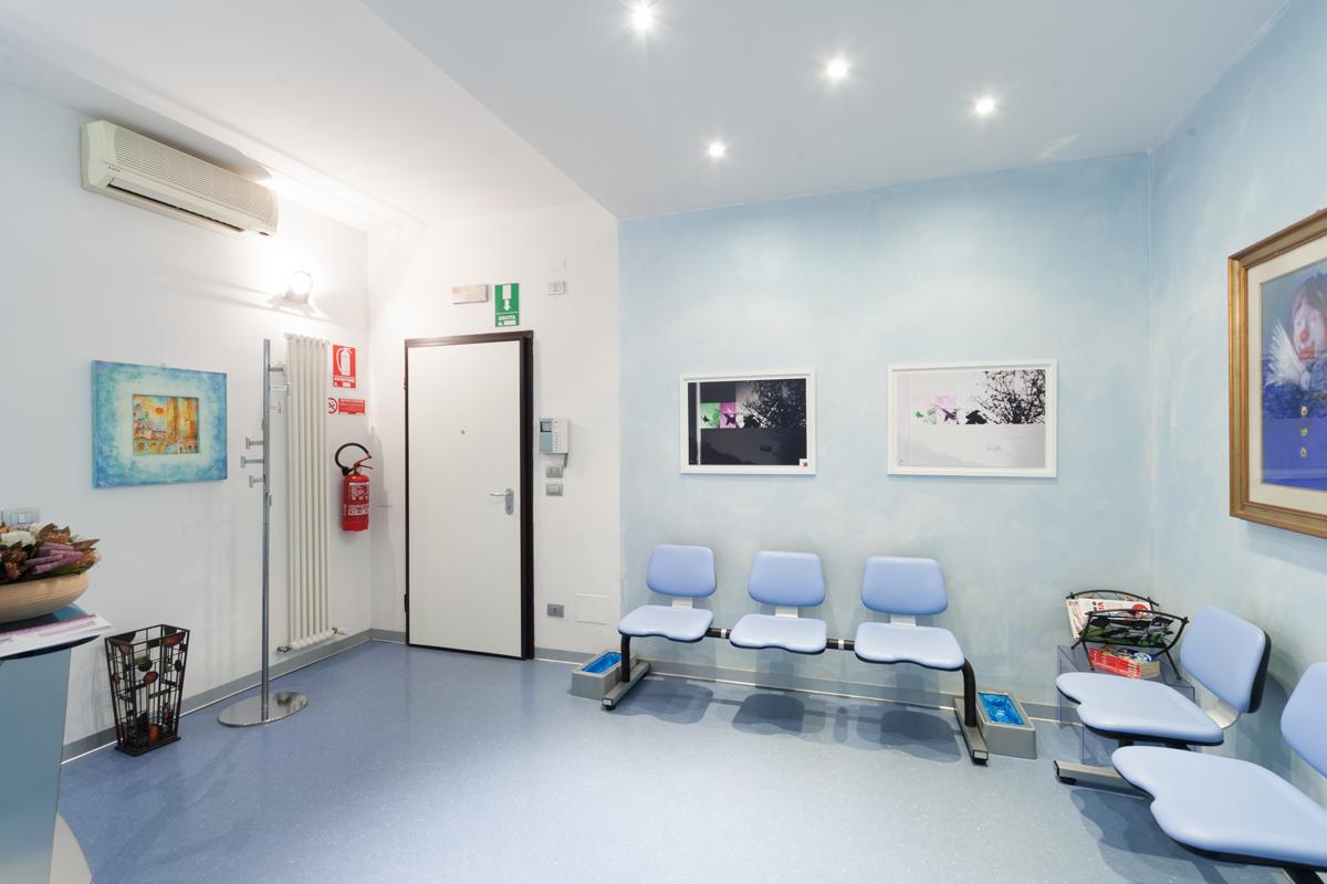 Arredamento Sala D Attesa Studio Dentistico: Studio dentistico farinea a zero branco treviso.